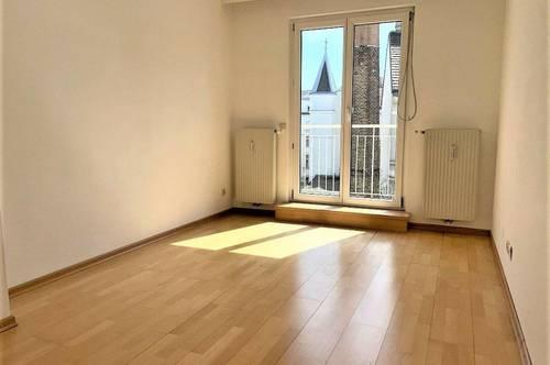 HAHNGASSE, sonnige 49 m2 Neubau mit 4 m2 Balkon, 2 Zimmer, 2er-WG-geeignet, Extraküche, 6. Liftstock; Servitenviertel