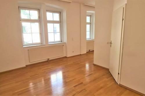 AUHOFSTRASSE! UNBEFRISTETE 52 m2 Altbau mit Wintergarten, Wohn-Esszimmer, Schlafnische, Wannenbad, Parketten, Hofruhelage