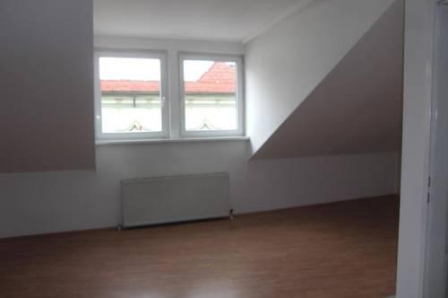 Nette Dachgeschoss - Garconniere 42 m² im Zentrum, inkl. Küche nähe Stadtplatz von Enns.