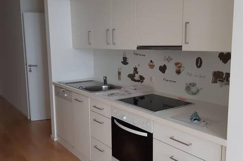 Gepflegte Zweiraumwohnung  mit kleinem Wintergarten und möblierter Küche (ohne Ablöse) im Zentrum von Wels