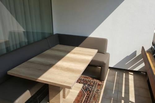 Leonding/Stadtgrenze zu Linz/Froschberg -Top renovierte 2-Zimmerwohnung für Single od. Paar im 4. Stock / Lift, mit 2 x Balkon!