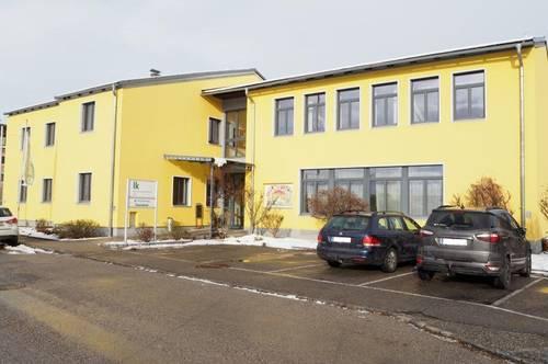 Büro-, Geschäfts-, oder Wohnhaus im Zentrum von Perg! 620 m² Nutzfläche, 1007 m² Grundstücksfläche, 13 Parkplätze!