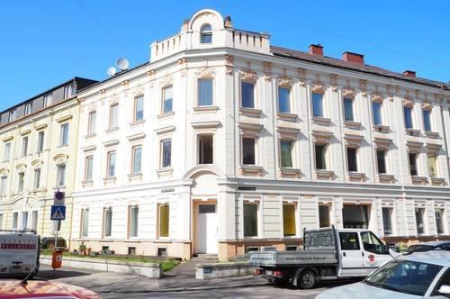 Einfache helle 2-Zimmerwohnung in der Dürrnbergerstraße, Küche möbliert, EG mit eigenem Eingang, Bad mit WC am Gang!