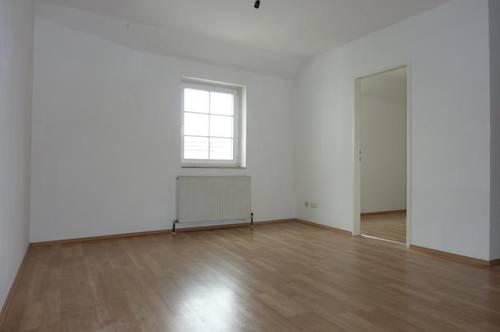 Enns: Hübsche 2 Zimmerwohnung mit Dachterrasse im 3. OG ohne Lift, Küche möbliert (keine Ablöse), Stadtplatznähe