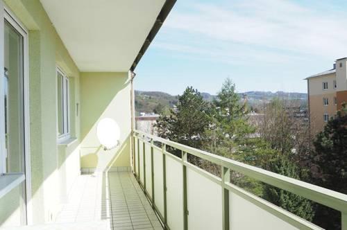 Urfahr Biesenfeld! Schöne 3-Zimmerwohnung mit Loggia plus separate Küche, teilmöbliert ohne Ablöse, Parkplätze beim Haus, Uninähe! WG-geeignet!
