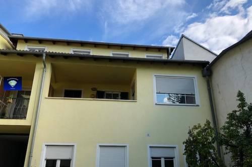 Wunderschöne, NEU RENOVIERTE Mietwohnung mit großem Balkon - 0130870000
