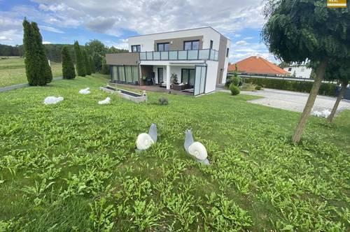 Moderne Villa mit Alpenblick