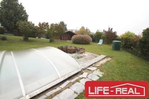 lichtdurchflutetes Einfamilienhaus mit großem Garten, Pool und herrlicher Aussicht