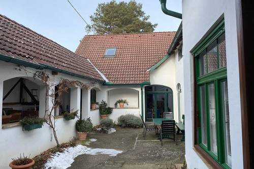 Burgenländischer Vierkanthof, wunderschön renoviert