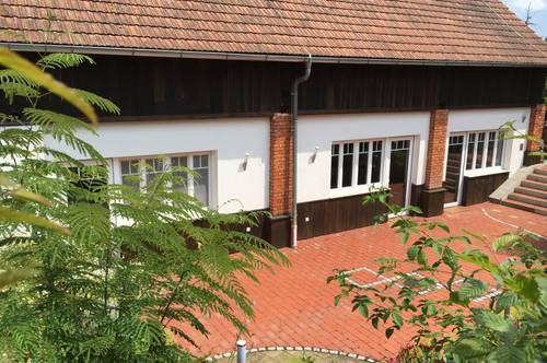 Seminarhaus mit 2 Wohneinheiten , Innenhof, Garten mit Teich!