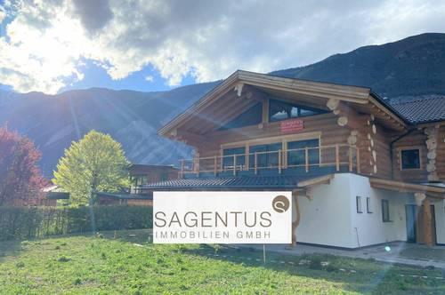 Wohnen im Einklang mit der Natur: Luxuriöse Neubau-Maisonnette-Wohnung im Blockhausstil mit Bergblick zu erwerben