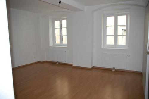 Sehr schöne 3-Zimmer-Wohnung im exklusiven Stadthaus nahe dem Alten Platz
