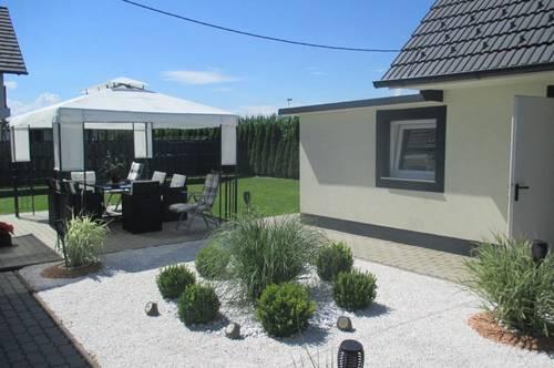Modernes, ruhig gelegenes Einfamilienhaus mit großer Terrasse! Koffer packen und einziehen!