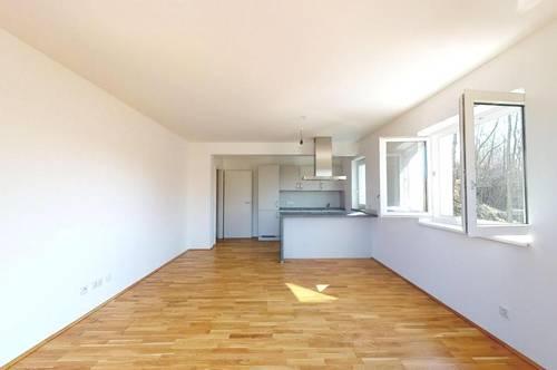 Viel Platz auf 120 m?! Geräumige 4-Zimmer-Wohnung mit großer Loggia in Zentrumsnähe!