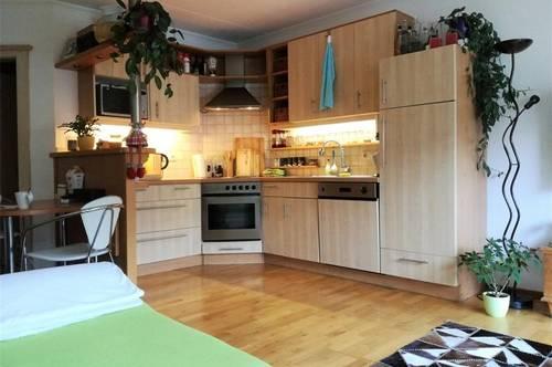 Radfeld: Freundliche und gut geschnittene 3-Zimmer-Wohnung mit Balkon zu vermieten!