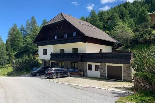 Alm-Wohnhaus im Lungau mit atemberaubendem Ausblick auf die umliegende Bergwelt
