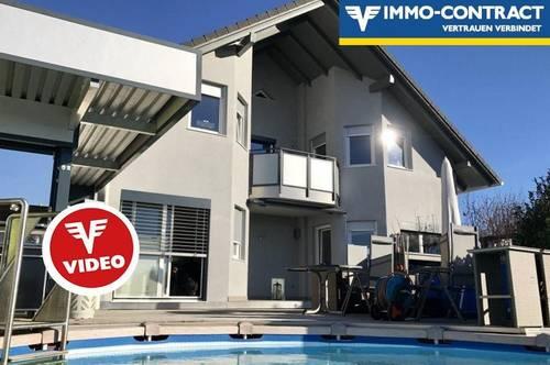 Herrliche Aussichtslage mit Pool, Außensauna, Traumhaus mit großem Garten und zwei Terrassen