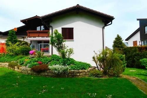 Große Doppelhaushälfte mit Einliegerwohnung und schönem Garten in Höchst!