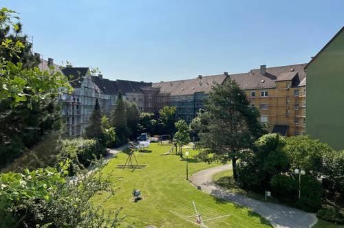 OED: Den Sommer auf der eigenen Terrasse genießen: ruhig und grün gelegen, überdachter Autoabstellplatz, ideale Infrastruktur!