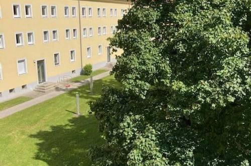 Günstig geschnittene, sanierte, leistbare 2 Raum Wohnung in Mitten eines Hofs im schönen Stadtteil Steyr Münichholz, provisionsfrei!