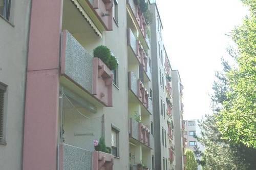 Sehr großzügig geschnittene 3-Zimmer-Wohnung mit Loggia! Perfekt für Familien! Provisionsfrei!