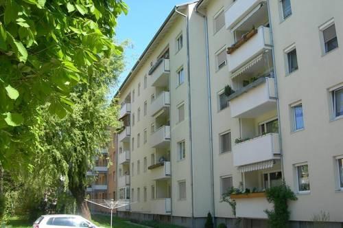 Attraktive helle 3 Zimmer-Wohnung in zentraler Lage mit Balkon in Richtung Garten! Provisionsfrei!