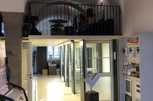 Geschäfts-/Büro-/Praxis-/Studiofläche in den beliebten Dragonerhöfen! Historisches exkl. Ambiente dank Granitsäulen u. Gewölbe sowie XL-Schaufenstern!