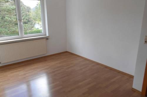 Charmante 2-Raum Wohnung in ländlicher Ruhelage! Umgeben von einer optimalen Infrastruktur! Provisionsfrei!