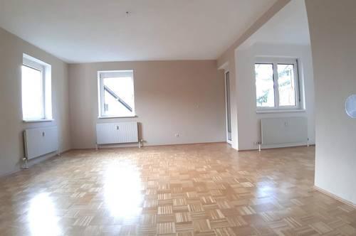 keine lästige Parkplatzsuche! Lichtdurchflutete 2-Raum Wohlfühl-Wohnung mit Balkon und und eigener Garage, provisionsfrei!