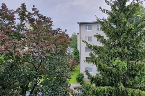Familienhit! Wunderbare, großzügig geschnittene 4-Raum-Wohnung mit Loggia in ruhiger, grüner Lage und doch zentrumsnah mit perfekter Infrastruktur!
