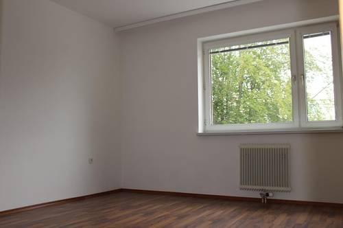Ihre persönliche Wohlfühl-Wohnoase in zentrumsnaher Lage! Helle 3-Raum Wohnung mit schöner Loggia am grünen Ortsrand mit 1A Infrastruktur! Prov.-frei!