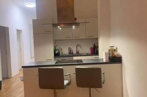 Wohnen für besondere Ansprüche - moderne, außergewöhnliche 2-Zimmer Wohnung in einem Gebäude mit sagenhaftem Charme - provisionsfrei!
