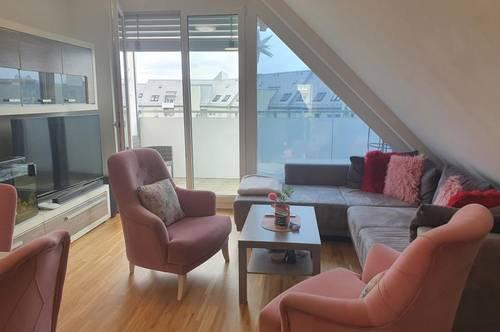 Hoher Wohnkomfort wird geboten! Moderner Dachgeschossausbau mit großem Balkon, umgeben von Grünflächen, optimale Infrastruktur! Provisionsfrei!