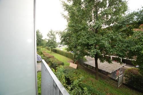SolarCity: Grünes Wohnen in Seenähe: 3 Zimmerwohnung inklusive Tiefgaragenplatz in naturnaher Ruhelage, sofort beziehbar