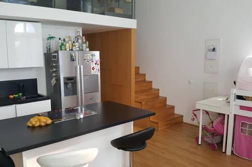 Erleben Sie ein einzigartiges Wohngefühl! Stilvolle 2-Raum Wohnung mit Galerie und eigener Terrasse in den Dragonerhöfen in Wels! Provisionsfrei!