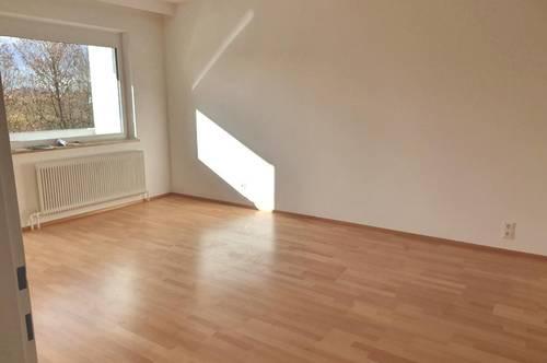 Erstklassige 3-Zimmer-Wohnung in zentraler und dennoch ruhiger Grünlage mit sehr guter Raumaufteilung und perfekter Infrastruktur! Provisionsfrei!