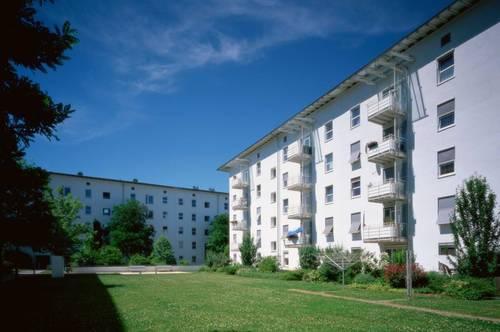 Grünes Wohnen am ruhigen Stadtrand mit Balkon und erstklassiger Infrastruktur! Einladende 3-Raum-Wohnung in Toplage! Provisionsfrei!