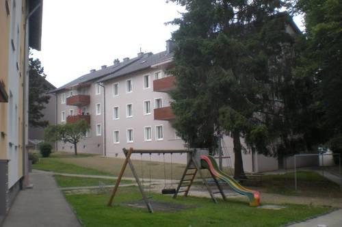 Großzügige 4-Raum Wohnung mit Balkon in zentraler und kinderfreundlicher Siedlungslage! Umgeben von einer erstklassigen Infrastruktur! Provisionsfrei!