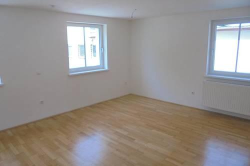 Ihre persönliche Wohlfühl-Wohnoase mitten im grünen Ampflwang! Attraktive 3-Raum Wohnung mit modernem Schnitt und sonnigem Balkon! Provisionsfrei!