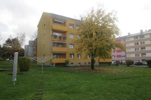 Preisgünstiger Wohn(t)raum - WG-geeignete 3-Zimmer-Wohnung - ideal für Hausstandsgründung - im 3. OG mit Balkon