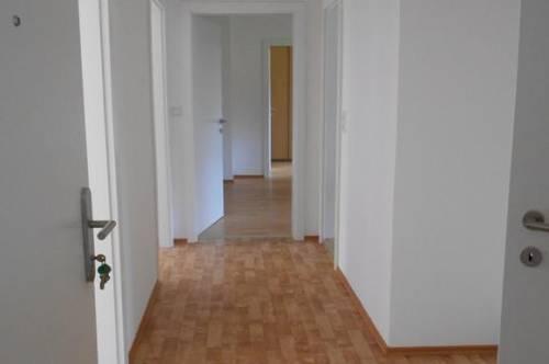 Viel Platz für Sie und Ihre Familie! Geräumiger Wohn(t)raum mit 3 Kinderzimmern in grüner Lage mit guter Infrastruktur! Provisionsfrei!