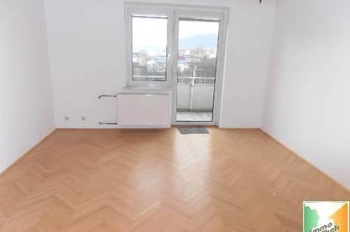 <b> Schöne 3-Zimmer-Wohnung im Zentrum </b>