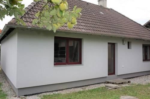 Zum Kauf steht ein Bungalow auf großem Grundstück in Natschbach!