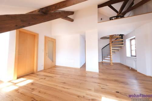 Modern Living im historischen Ambiente - Lichtdurchflutete 2-Zimmer-DG-Maisonette