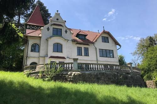 Altbauvilla mit Panoramablick und großem Garten