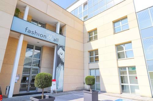 FASHION MALL SALZBURG: Moderner, loftartiger Showroom mit Tiefgaragenplatz in bester Umgebung