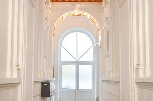 Traumhafte 2-Zimmer Wohnung im Stilaltbau