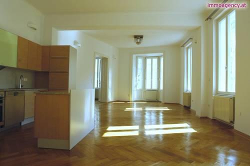 Rarität! Wohn/Büronutzung möglich(2 Eingänge)! Altbauwohnung mit Balkon in ausgezeichneter Lage
