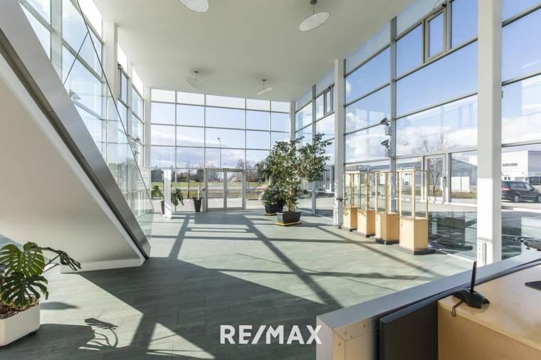 Modernes Bürogebäude in Parndorf EG