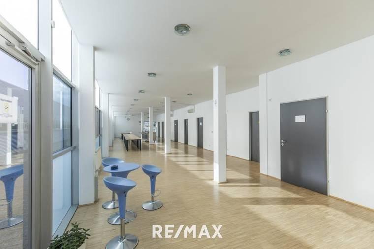 Modernes Bürogebäude in Parndorf OG